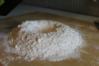 Agriturismo NIzzi - Torta al testo inizio con farina